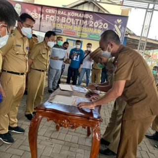 Bupati Boltim Sam Sachrul Mamonto Bersama Pimpinan OPD Tandatangani Pakta Integritas.(foto:ist)