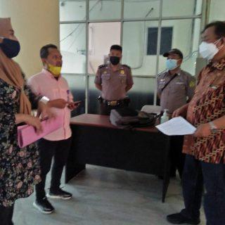 Hendra Damopolii Staf Khusus Pemkab Boltim bersama Tim Kesra Koordinasi dengan Rektor III Unsrat Manado.(foto:ist)